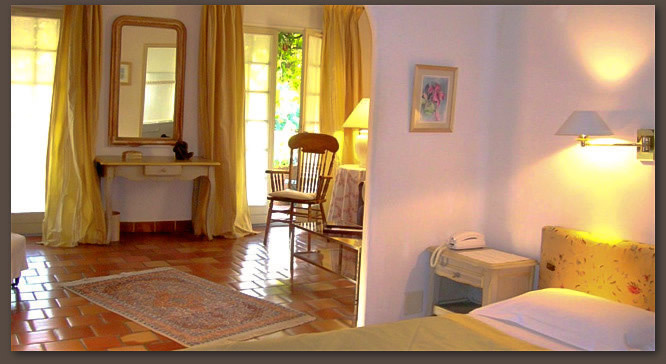 Luxury rooms in 3 stars hotel in ceret le mas trilles for Chambre de luxe